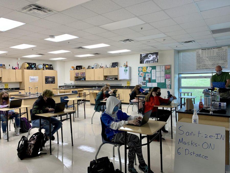Dilorenzo+teaching+his+Earth+Science+class.+