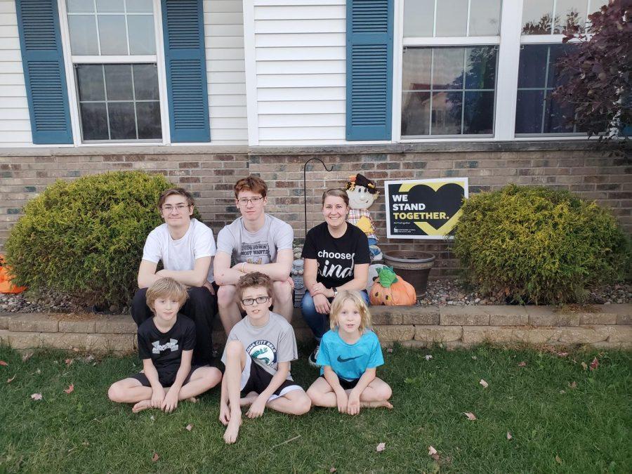 Melissa Ortman pictured with her 5 children.
